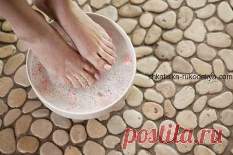 Домашняя терапия красоты для ваших ног Домашняя терапия красоты для ваших ног – розмариновая ванночка для ног и скраб с английской солью. Когда наступают теплые дни, и мы убираем теплую обувь на сезоннон хранение, особенно много времени…