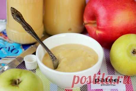 """Пюре """"НЕЖЕНКА"""". Детки в восторге!  5 кг. яблок 1 банка сгущенного молока 0.5 стакана сахара 1 стакан воды  Яблоки помыть, дать стечь воде, затем очистить их от кожуры и сердцевинки разрезав на 4 части, затем порезать кусочками. На дно посуды в которой будете варить влить воду (желательно взять кастрюлю с толстым дном, чтобы пюре не пригорело), уложить яблоки, накрыть крышкой и варить на медленном огне пока яблоки не станут очень мягкими (примерно минут 30). Затем вык..."""