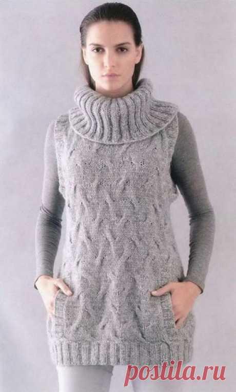 Жилет с объемным воротником и карманом Уютный зимний жилет создаст ощущение комфорта. В нем вы будете чувствовать себя уютно, объемный воротник не согреет вашу шею, а руки всегда можно спрятать в большой карман, который расположен спереди. Модель выполнена по схеме вязания спицами, описание:  Размеры: 36/38 (Р1). 40/42 (Р2), 44/46 (РЗ) Вам потребуется: пряжа Lana Grossa 8/9/10 мотков Carezza (45% шёлка, 30% альпака. 25% мериносовой шерсти. 140 м/50 г) серой; прямые спицы №...