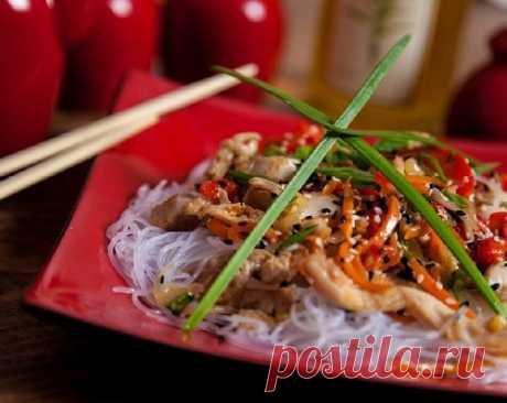 Фунчоза с курицей и овощами по-корейски – рецепт салата с фото