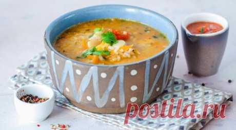 Грузинский суп из фасоли с овощами и рисом - ПУТЕШЕСТВУЙ ПО САЙТУ. Это очень простой овощной суп – но за счет фасоли он получается сытным и одновременно легким. Варите побольше – на следующий день он становится еще вкуснее. ИНГРЕДИЕНТЫ 300 г сухой белой фасоли 2 средние луковицы 1 средняя морковка 1 крупный помидор 100 г круглого риса 1 средний пучок петрушки 1 …