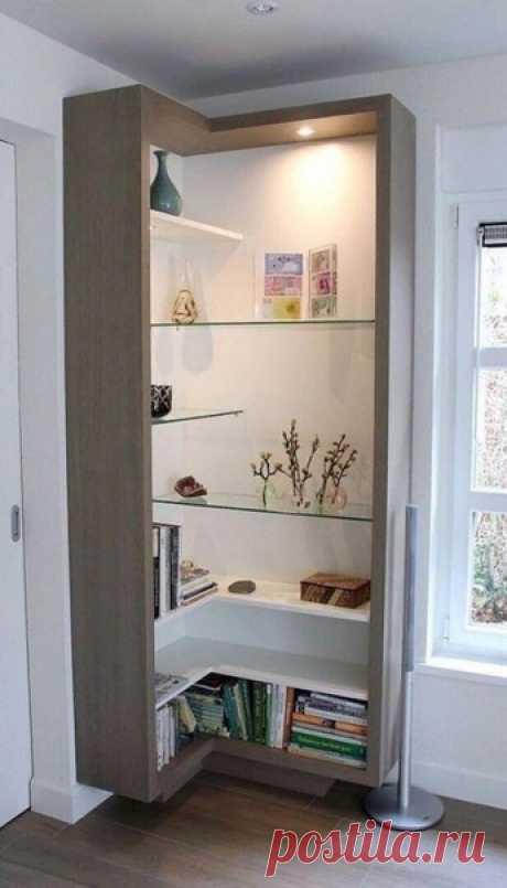 Открытый шкаф - витрина в углу комнаты. Ваше мнение😏