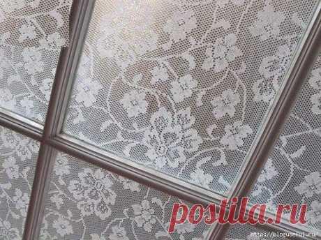 Кружева на стеклах окон – защита от летней жары и любопытных взглядов