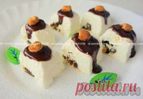 Творожный десерт с финиками и фундуком - рецепт с фото
