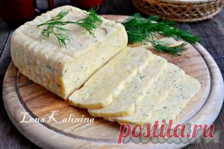 Сыр в мультиварке  Предлагаю вам приготовить очень вкусный, ароматный, твердый домашний сыр в мультиварке. Сыр этот получается одновременно и нежным, и хорошо держащим форму. Его можно нарезать тонкими ломтиками. Попро…
