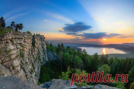 Фотограф из Екатеринбурга две ночи просидел на скале, чтобы снять удивительные уральские пейзажи