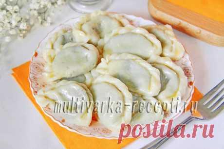 Как приготовить вареники с щавелем, пошаговый рецепт с фото Я предлагаю, как вариант в весенне-летний период попробовать вкуснейшие вареники с начинкой из щавеля. Немного необычное, но очень вкусное блюдо!