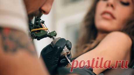 Татуировки стали очень популярным увлечением в течение последних десятилетий и скорость их распространения все время увеличивается. Раньше вы видели людей только с одной или двумя небольшими татуировками на одной или нескольких частях тела. Теперь во многих случаях, объектом для боди-арта становится все тело. Но прежде чем сделать татуировку убедитесь, что вы знаете очем идет речь. И будьте уверены, что татуировка – правильное решение для вас.  → LIFETY.RU ←