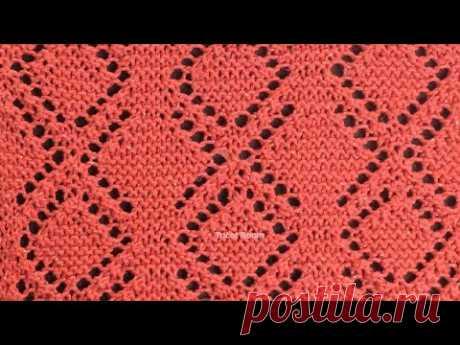 Ажурные ромбы на полотне платочной вязки / Вязание спицами.