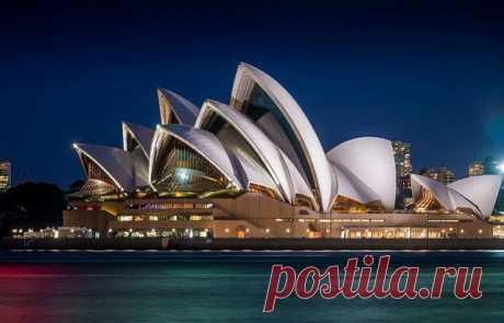 ༺🌸༻ 10 красивейших и необычных театров мира.  Сиднейский оперный театр, Австралия. Сиднейская опера может похвастаться славой одного из пяти самых узнаваемых зданий в мире. Театр, по замыслу архитектора, представляет собой скульптурное изображение корабля с поднятыми парусами. Он входит в десятку выдающихся сооружений современной архитектуры и является визитной карточкой Сиднея. В гавани, где был построен театр, до этого располагалось трамвайное депо, а еще раньше – старинный форт.