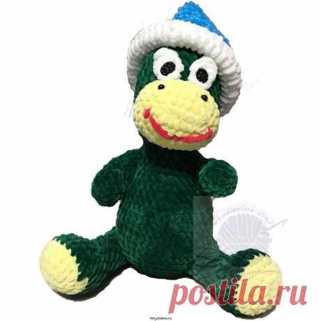 Вязаный динозаврик крючком,плюшевый, зеленый, 29 см. Купить! Вязаный динозаврик крючком,плюшевый, зеленый, 29 см - Симпатичный, мягкий, зеленый с головным убором. Мягкая, нежная игрушка для вас и ваших детей. Размер игрушки 29 см цвет изделия зелёный с желтой мордочкой и лапками. Колпак синий, съёмный. В изделии используется наполнитель Холлофайбер. Глазки выполнены из пластика