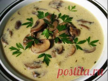ДЕНЬ ПЕРВОГО БЛЮДА. Очень грибной и сильно французский суп  В саду зацвела лаванда, а я нашла супницу (разбирала старую посуду, ещё бабушкину). Логично было захотеть супа, соответственно французского (лаванда же в цвету), непременно из супницы, такой charmant…