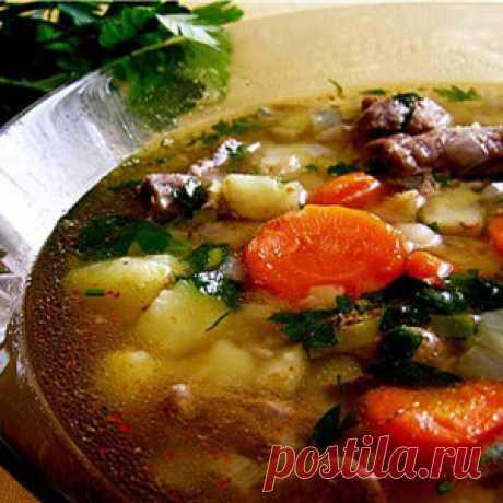 """Немецкий суп """"Пихельштайн"""" Ингредиенты 500 гр свинины 250 гр картофеля 3 моркови 1 сельдерей 2 шт лук репчатый 1 лук порей 1 пучок петрушки соль, перец черный горошек паприка,"""