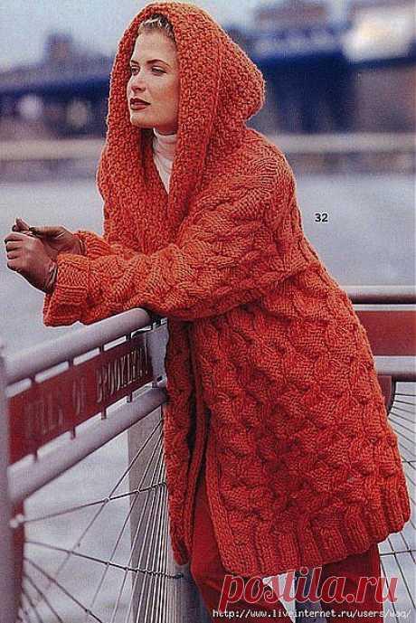 Пальто с капюшоном.