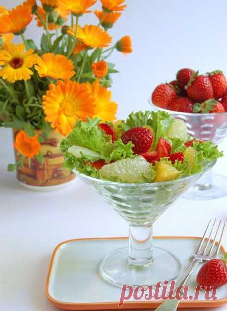 Салат с клубникой!