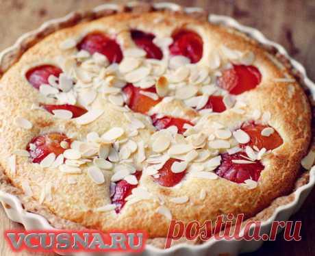 Пирог со сливами, кремом маскарпоне и миндалем - кулинарный рецепт VCUSNA.RU