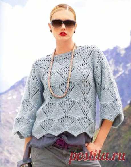 Пуловер-кимоно с вырезом лодочка ажурным зубчатым узором спицами – схема вязания с описанием