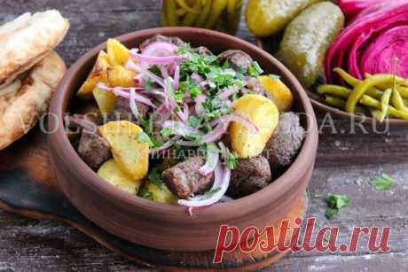 Оджахури — жареное мясо с картофелем, приготовленное на кеци. Название переводится с грузинского как «домашний» или «семейный». Блюдо простейшее, сытное и очень вкусное, как раз то, что нужно для семейного обеда либо ужина.
