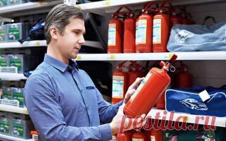Какой огнетушитель должен быть в машине по закону? Огнетушитель − один из обязательных атрибутов в автомобиле. Закон гласит, что он непременно должен быть в каждой машине. Это требование продиктовано насущной необходимостью, ведь возгорание может прои