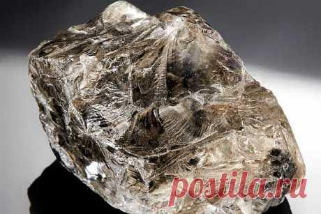 Камень фенакит: магические свойства и значение минерала, кому подходит по знаку зодиака, месторождения, формула
