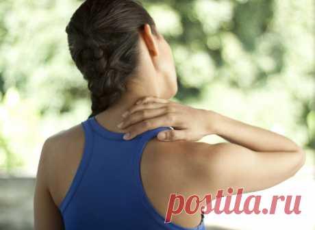 Как устранить скованность мышц плеч с помощью самомассажа Каким образом устранить скованность в мышцах, самым простым способом.Так называемый синдром скованности шеи, практически каждому человек знаком не понаслышке. Стоит отметить, что после того, как мышцы сковывает, практически ничем невозможно делать, хочется только уснуть и позабыть об этом неприятном инциденте. Безусловно, многие стараются сразу же идти за помощью к профессионалам, которые зачастую требуют немало денег …
