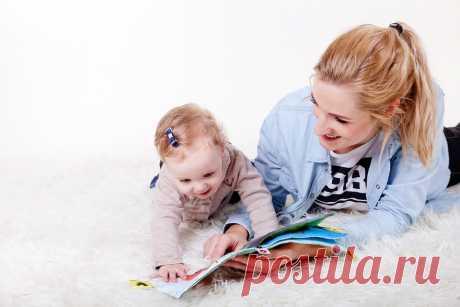 Пальчиковые игры для детей до года, 1-2 лет, 2-3 лети старше. Пальчиковые игры — это не только отличный способ развлечь малыша, пообщаться с ним и укрепить вашу связь, но и замечательный способ развития мозга и мелкой моторики. Многие не догадываются, что знаменитая «сорока-ворона», которая «кашу варила, деток кормила» — это раннее развитие, которое было придумано задолго до того, как о нем широко заговорили. Возможно, родители интуитивно чувствовали, что ребенку нужны пальчиковые игры.
