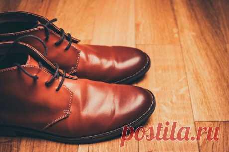 Появились складки на кожаной обуви? Не беда! Понадобятся лишь носки, вода и утюг.