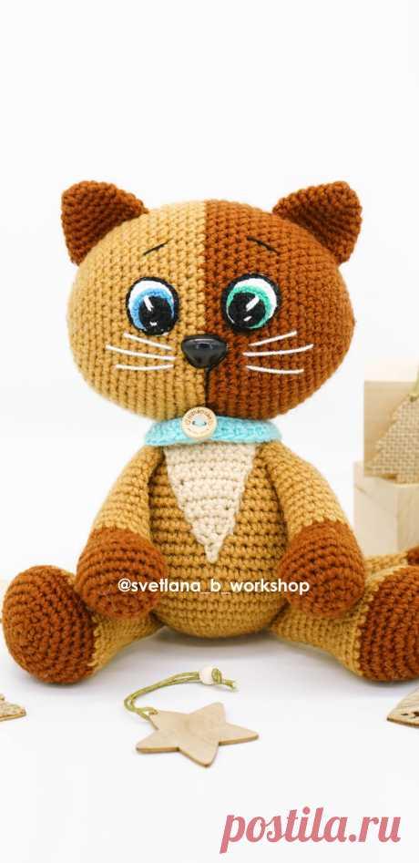 PDF Двухцветный Котёнок крючком. FREE crochet pattern; Аmigurumi doll patterns. Амигуруми схемы и описания на русском. Вязаные игрушки и поделки своими руками #amimore - котик, кот, кошечка, кошка, котенок.