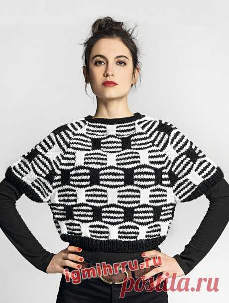 Черно-белый пуловер с рельефным узором из контрастных полос. Вязание спицами со схемами и описанием