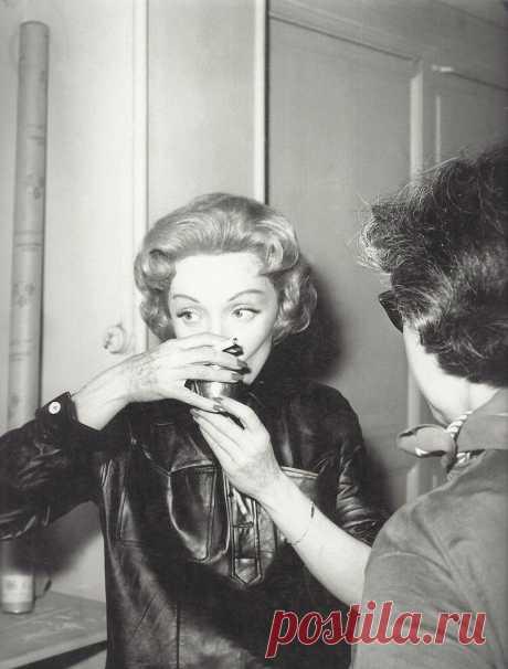 1956. Марлен Дитрих на съемках фильма «История в Монте-Карло». Мюнхен