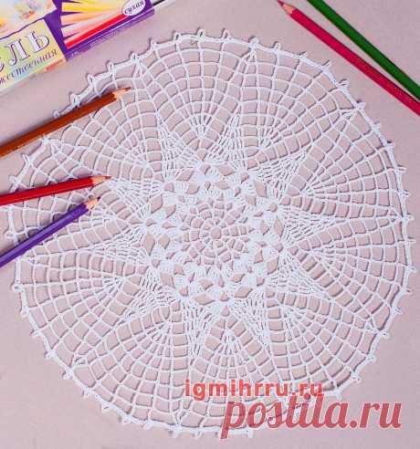 Белая салфетка с 10-тиугольным ажурным мотивом по центру. Вязание крючком со схемами и описанием