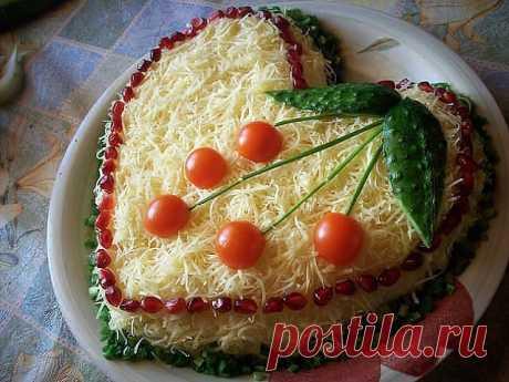 Прекрасный вариант побаловать гостей — Салат из курицы с сыром