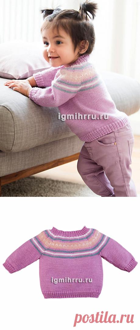 Для малышки в возрасте до 3 лет. Розовый пуловер с жаккардовой кокеткой. Вязание спицами для детей