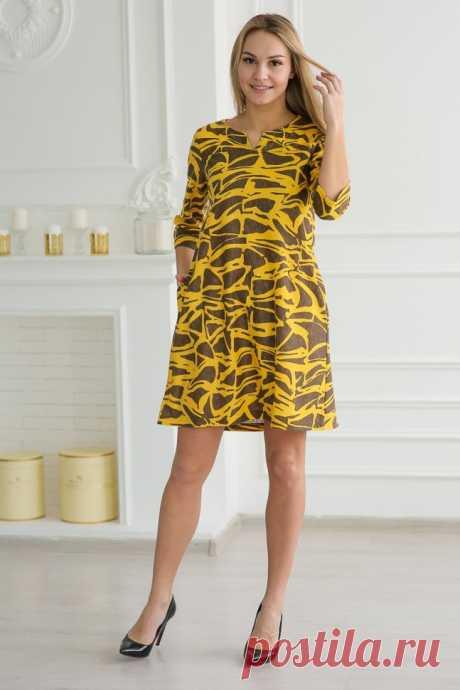 """Трикотажное платье """"Ломара"""" изготовлено из качественных материалов. Модель с рукавами три четверти, внутренними карманами по бокам и фигурным вырезом горловины. Свободный фасон платья позволит скрыть недостатки фигуры, а оригинальный дизайн подчеркнет ваш прекрасный вкус."""