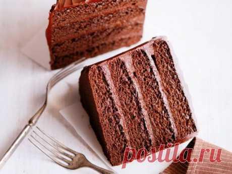 👌 Простой рецепт домашнего шоколадного торта, рецепты с фото Домашняя выпечка намного лучше покупных магазинных сладостей, ведь в первом случае вы всегда уверены в свежести продукта и отсутствии в его составе вредных добавок. Однако готовить...