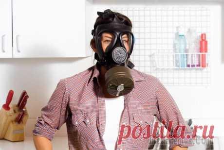 Избавляемся от неприятных запахов в квартире Для того чтобы избавиться от зловония нужно почаще проветривать комнаты, правильно ухаживать за одеждой и мягкой мебелью, вовремя убирать, особенно дурно пахнущие загрязнения. Если в доме есть больные...