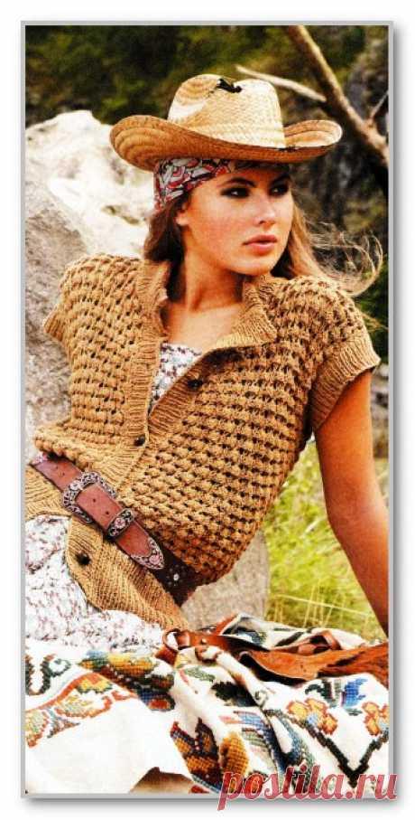 Вязание спицами. Фотогалерея женских вязанных моделей. Прямой короткий жилет на пуговицах, с ажурным узором. Размер: 36-38 (40-42; 44-46)