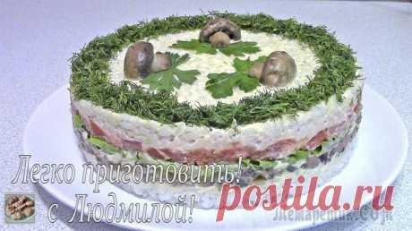 Постный (вегетарианский) слоеный салат с грибами Всем привет! Сегодня я хочу поделиться с Вами рецептом приготовления Слоеного салата с грибами. Он украсит и разнообразит Ваш стол. А если для его приготовления использовать постный майонез, то такой ...