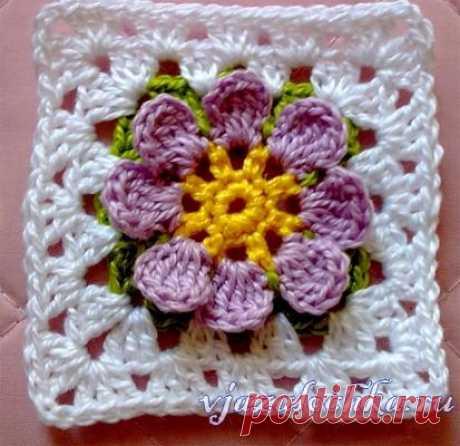Бабушкин квадрат крючком со цветком по центру