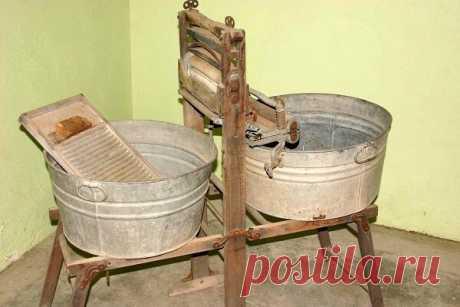 Как выглядела первая стиральная машина ?
