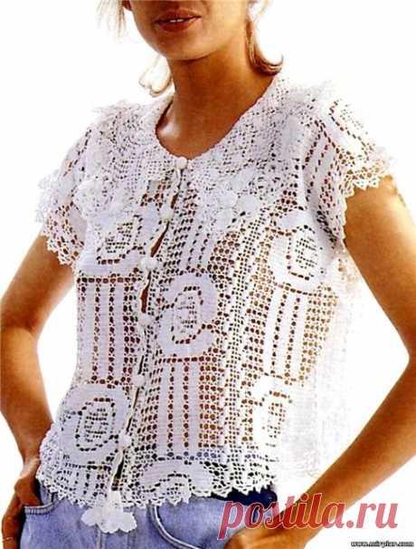 La blusa vinculada por la cinta de filete