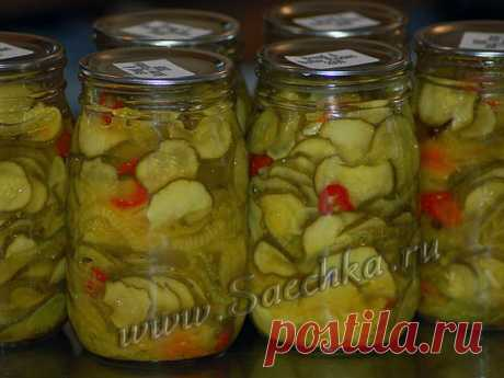 Огурцы с чесноком и сладким перцем - рецепт с фото Маринованные огурцы приготовлены со сладким перцем и чесноком.