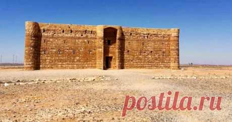 В Иордании, примерно в 55 км к востоку от Аммана, недалеко от границы с Саудовской Аравией, находится странное древнее сооружение, известное как Замок Пустыни Каср Харана. Многие историки пытались...