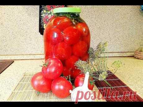 Соленые помидоры в банке на зиму.
