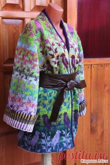 """Жакет """"Райские птицы"""" по мотивам дизайнера Christel Seyfarth. Жакет-кимоно можно носить как расстегнутый, так и закрытый на декоративную булавку. Для опытных вязальщиц в технике Fair Isle. Модель из овечьей шерсти и альпаки , Кауни. Длина: 78 см, ширина груди: 134 см. Максимально похожие схемы."""