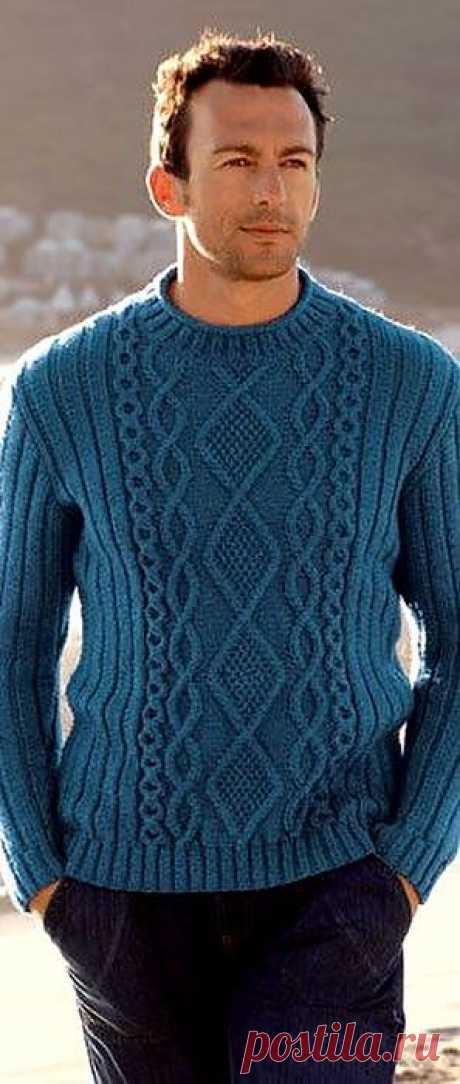 Синий пуловер.