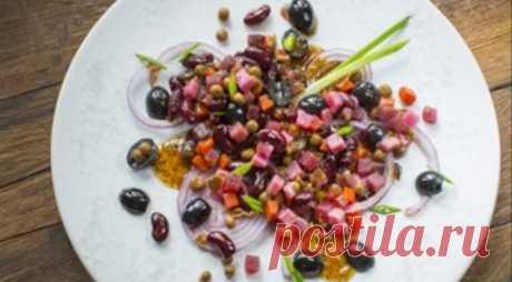 Винегрет с красной фасолью, маслинами и медово-горчичной заправкой - ПУТЕШЕСТВУЙ ПО САЙТУ. Для приготовления винегрета можно использовать любой вид горчицы, но лучше выбрать горчицу с более мягким, неострым вкусом. ИНГРЕДИЕНТЫ овощная смесь «На пару» для салата «Винегрет», Bonduelle 620 г фасоль красная «На пару» 310 г маслины без косточки 300 г лук красный 2 шт. мёд 3 ст. л. горчица дижонская зернистая …