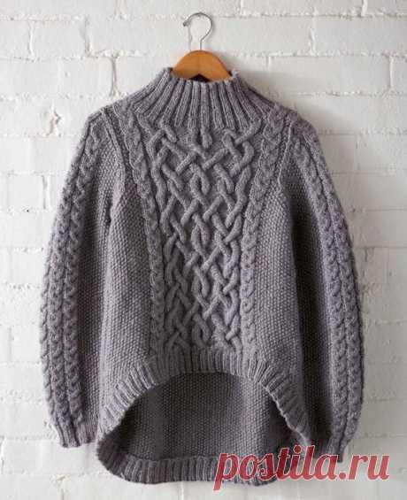 Серый свитер с кельсткими узорами - Cтильное вязание Серый свитер с удлиненной спинкой с кельсткими узорами, косами, жемчужным узором и резинкой на горловине - схема и описанием вязания свитера