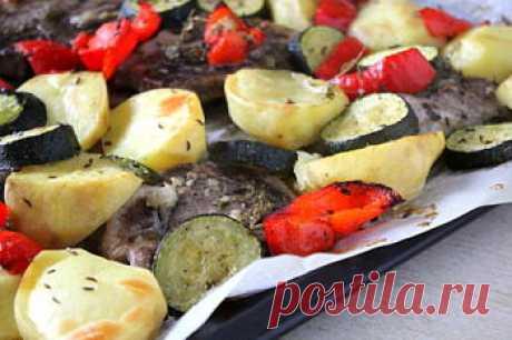 Мясо, запеченное с овощами в духовке - рецепт с пошаговыми фото — MEGOCOOKER