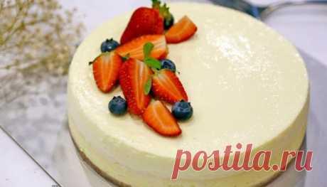 Низкокалорийный кремовый торт без выпечки: ничего лишнего - только польза!  Очень вкусный и легкий десерт без выпечки с нежным творожно-йогуртовым кремом. Особенность этого десерта — это вкусная и сладкая основа из фруктов и сухофруктов без добавления сливочного масла и печенья, вредных для фигуры!